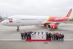 240x170_1427100935_VietJetAir_first_A321_Delivery_Ceremony_in_Hamburg
