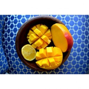 Does-anyone-else-squeeze-lemon-juice-over-their-mangoes-Ive-been-loving-this-combination-lately