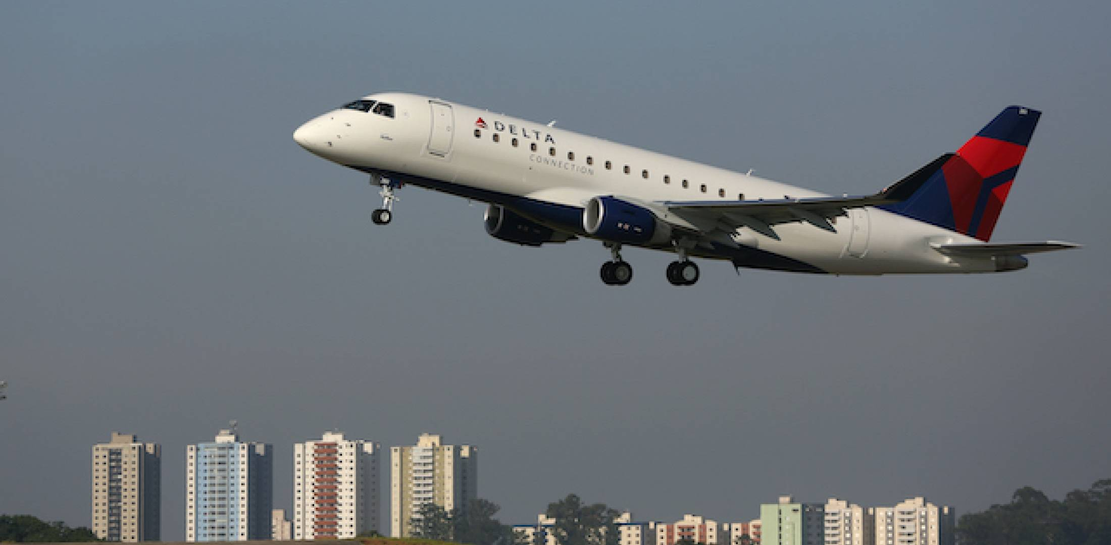e175_delta_connection_flying_13_